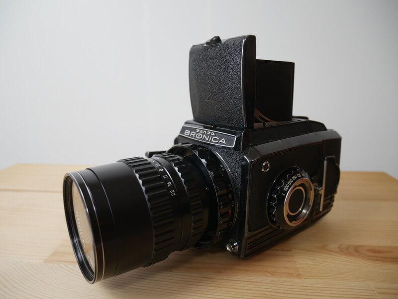「中判フィルムカメラ『Zenza Bronica S2』の使い方と作例」のアイキャッチ画像