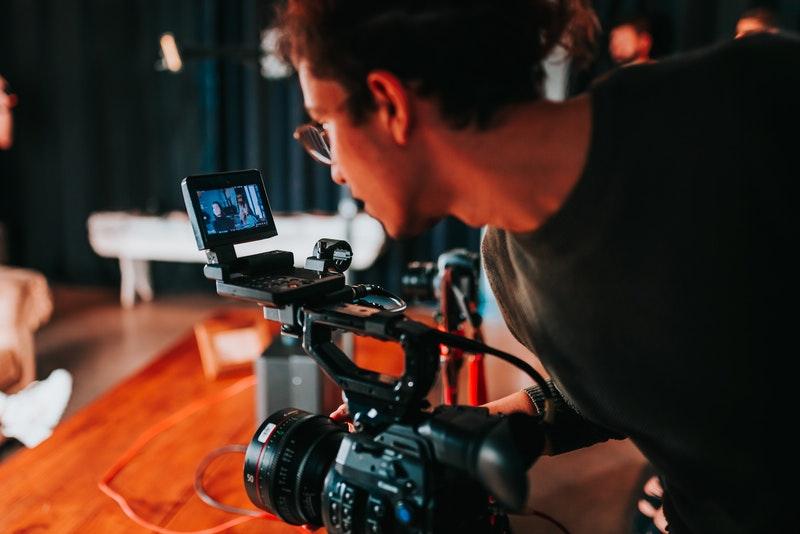 「フリーランスの映像(動画)クリエイターになったら必要なスキル5選」のアイキャッチ画像